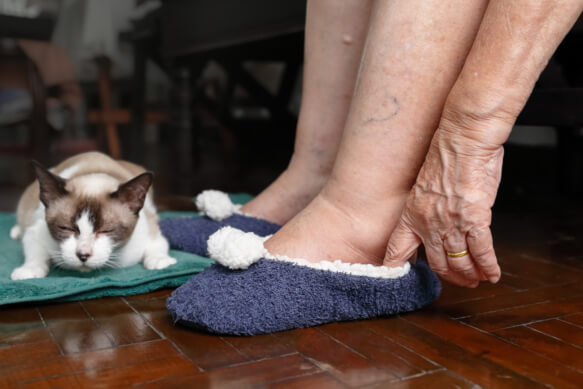 Prevent Foot Pains with the Right Footwear for Your Seniors